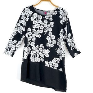 VINCE CAMUTO Asymmetric Floral Tunic Top Large